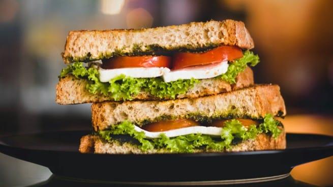 pesto soslu mozzerella sandviç tarifi